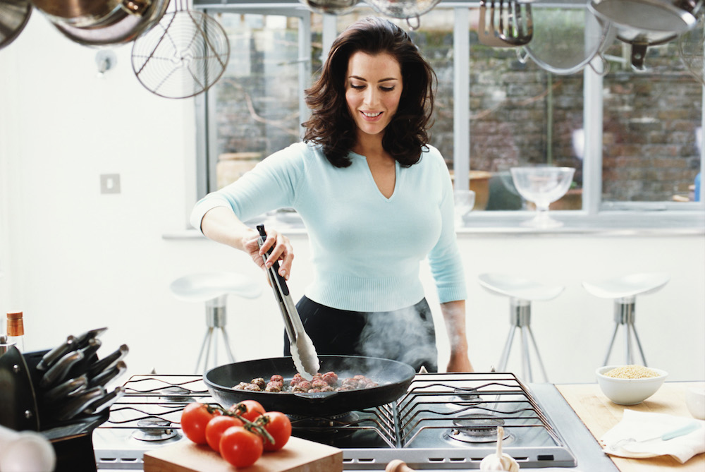 Nigella Lawson cooking meat balls in a pan