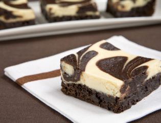 Chocolate Fudge Brownies That Stand Out With Their Camo Pattern