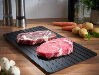 This Defrosting Tray Can Thaw Out Frozen Meat In 30 Minutes