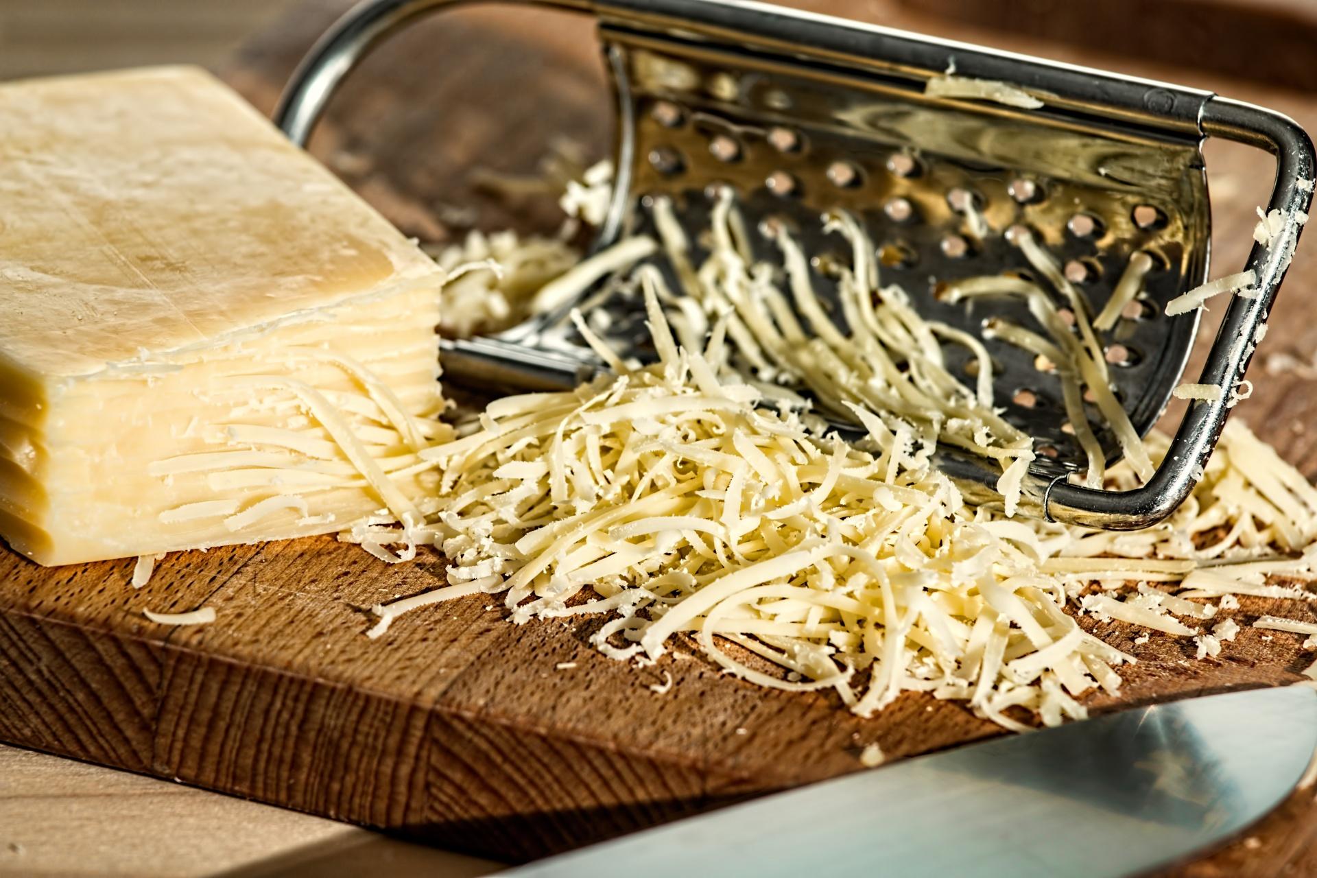 grated gruyere cheese
