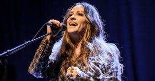 """Singer Alanis Morissette Slams Her HBO Biopic Documentary 'Jagged' for having """"Salacious Agenda"""""""